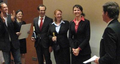 Mitte: die Gewinner des Champagne Wettbewerbes der Hotelfachschulen