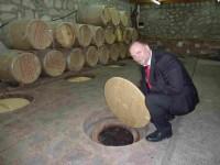 In einem neu angelegten Amphoren (Kvevri) - Keller