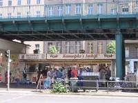 Konopke's Imbiß unter der U-Bahn