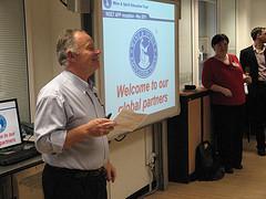 Ian Harris begrüßt die WSET Partner