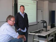 Gerd Rindchen und Christoph Dippe diskutieren mit den Studenten in Heilbronn