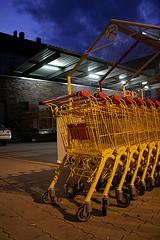 Beim Shoppen liegt noch Einiges im Dunkeln   foto:coffee core/flickr