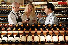 Weinfachberater bei der Metro foto:Metro Group AG